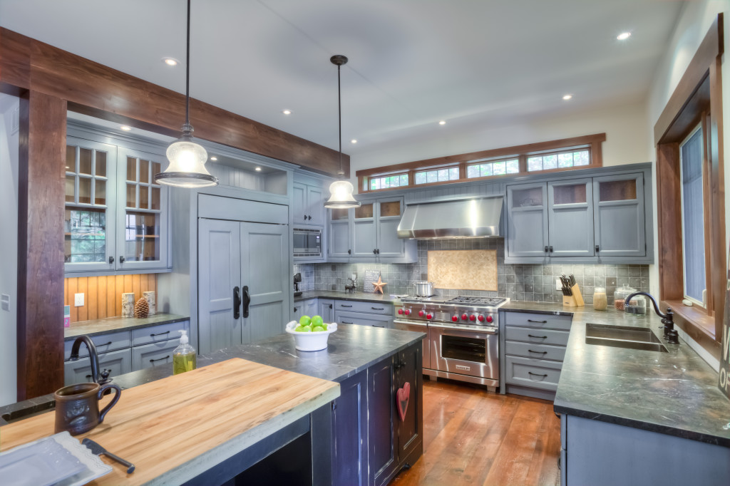A cool grey kitchen in Muskoka mixed with dark leathered granite countertops and accents of wood throughout.